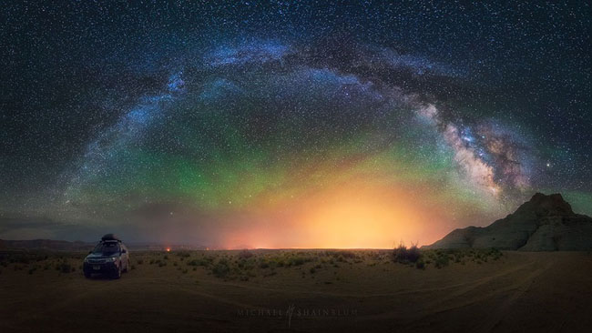 75个这个世界上最迷人的夜晚星空图效果欣赏Galactic Panorama Taken In The Middle Of A Desert In Arizona